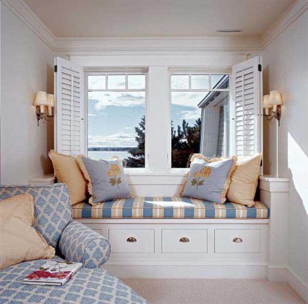 furniture di depan jendela